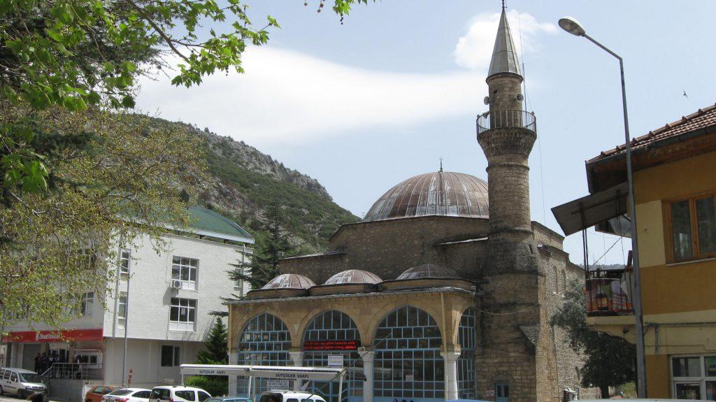 Kaynak: MD 09.04.2016 13:23 Sütçüler ilçesi Sefer Ağa Cami (yapım yılı:1184)